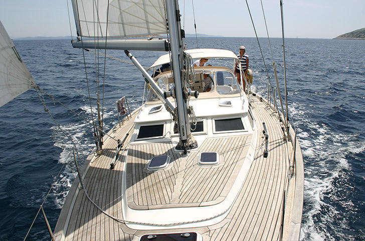 Contest 45cs sailing foredeck