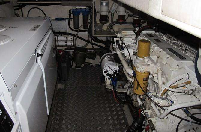 oyster-82-engine-room-670x441