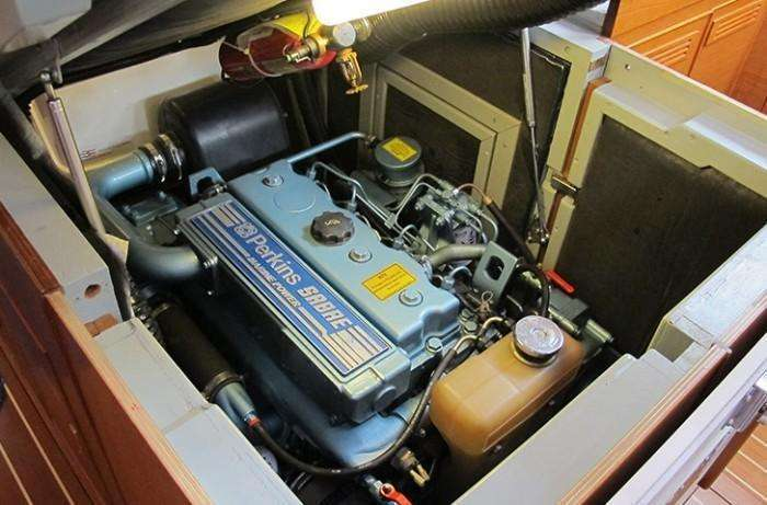 bowman-48-tairua-engine-compartment