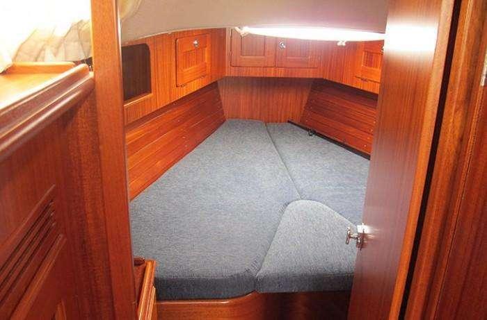hallberg-rassy-47-bella-rosa-forward-cabin
