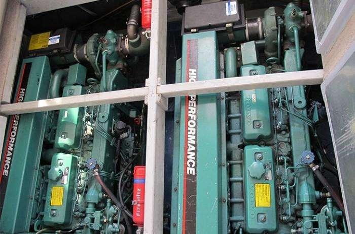 sealine-410-statesman-mai-pen-rai-engine-compartment