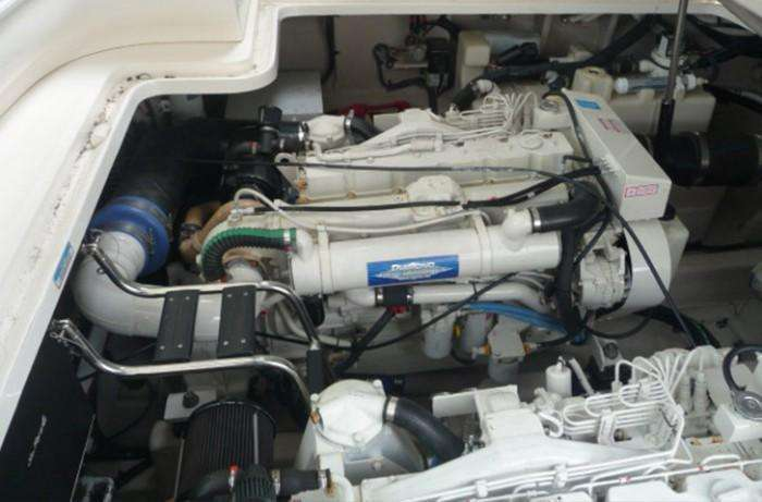 searay-455-sundancer-conundrum-engine-compartment