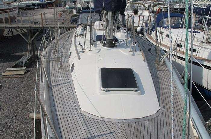 tayana-52-alfie-deck-from-forward