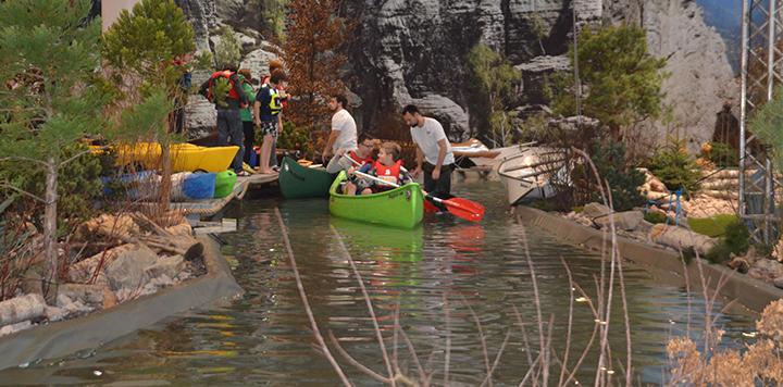 Boot 15 Indoor kayak river