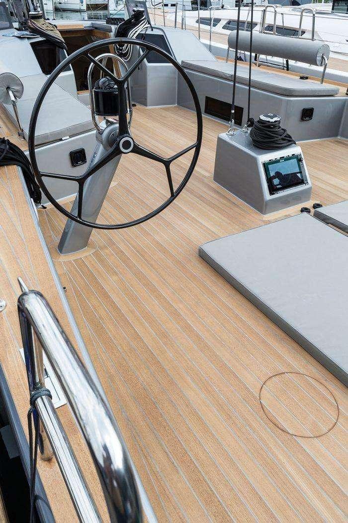 Advanced Yacht A44 Deck Deck Layout