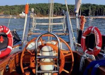Classic Steel Marconi Schooner 44