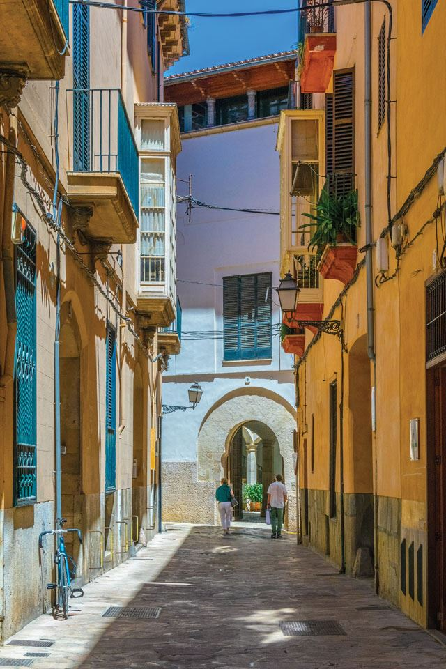 1-historical-center-of-palma-de-mallorca-spain