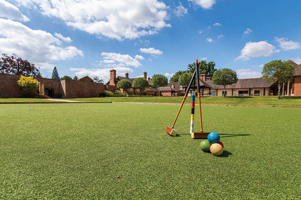 2-private-croquet-lawn-at-ladycross-lodge