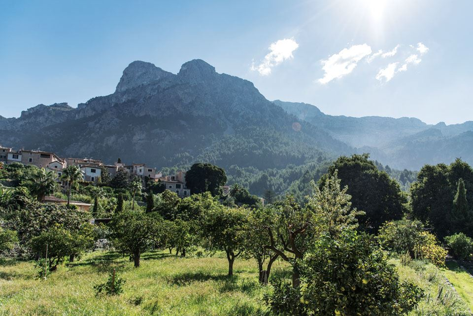 3-tramuntana-mountains-landscape-on-mallorca-island-spain
