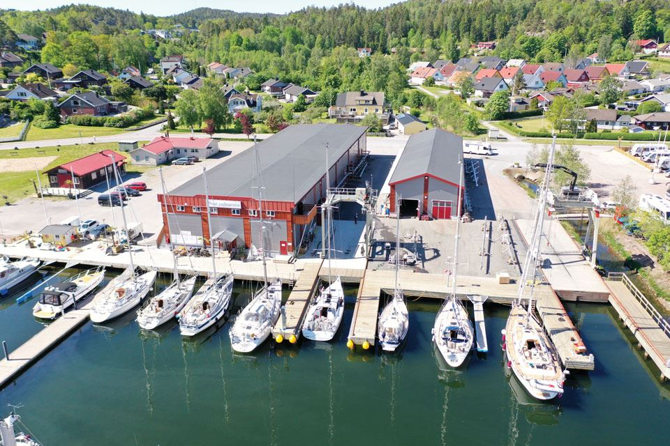 4-working-dock-at-orust-yacht-service