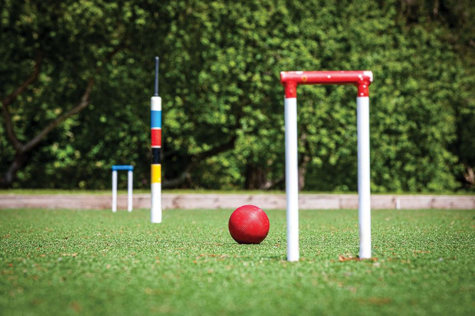 5-croquet-hoops-and-centre-peg