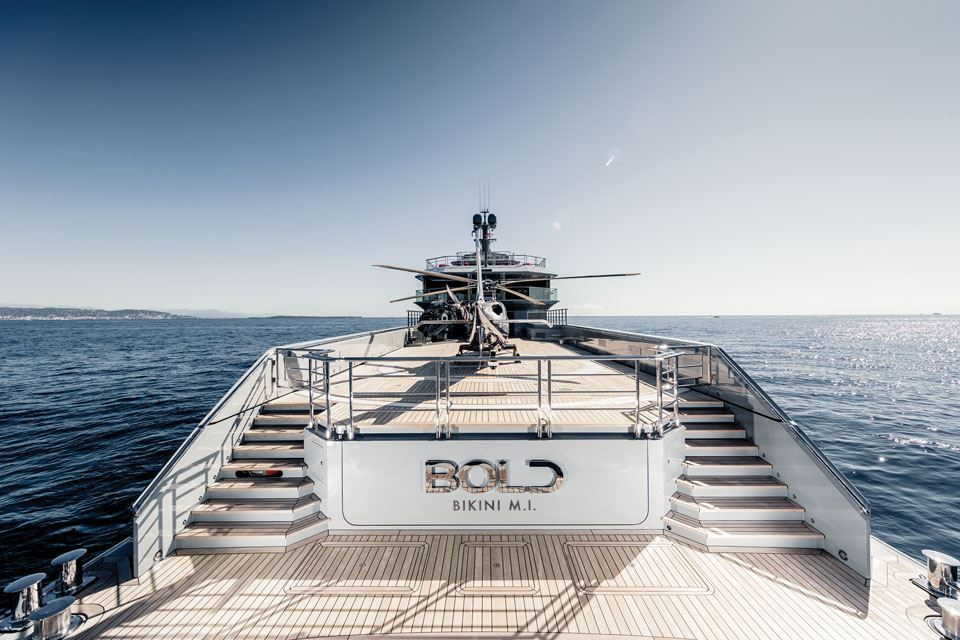 5-the-85m-bold-super-yacht-helicoptor-pad