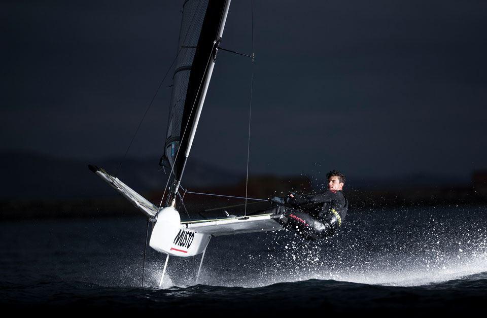 8-richard-mason-sailing-a-foiling-international-moth