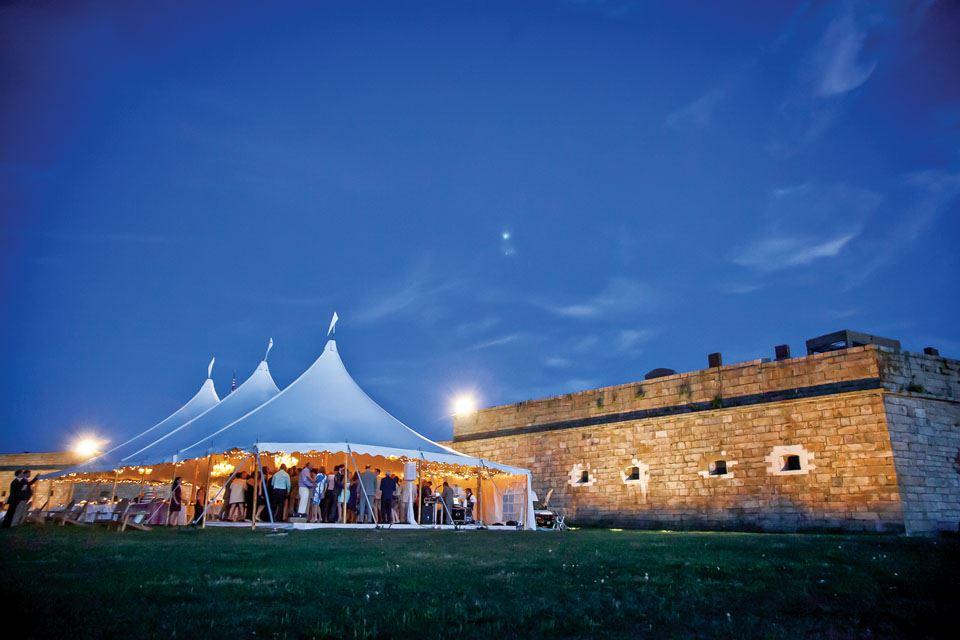 8-wedding-tent-at-fort-adams-north-lawn