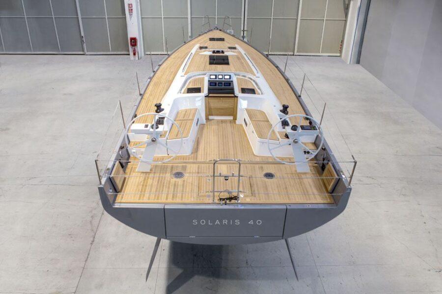 Solaris 40 Exterior 2 Exterior